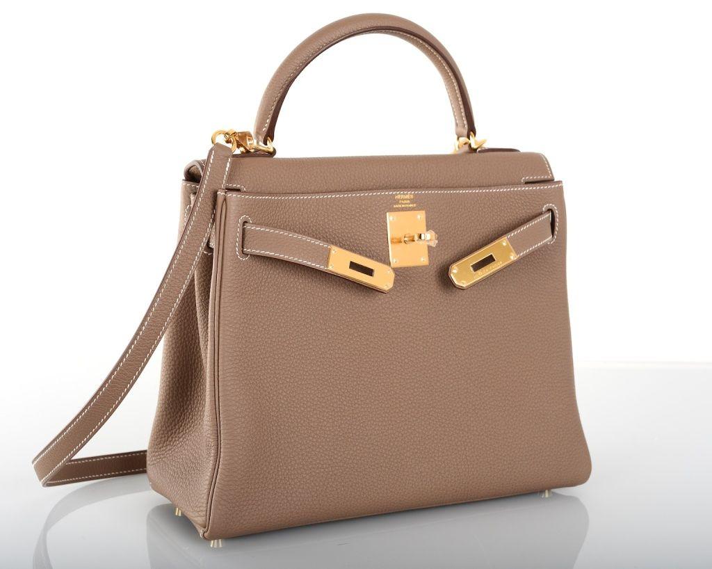 5fc09bf7b31d Messenger (мессенджер) — распространенный вариант вместительной сумки. В  зависимости от дизайна может напоминать школьный портфель или сумку  почтальона, ...