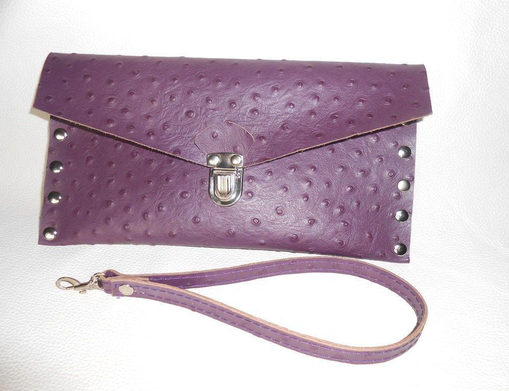 8266f177825e Flap bag — плоская сумка-конверт прямоугольной формы с треугольным  клапаном. Некоторый минимализм форм и линий с лихвой компенсируется яркими  оттенками и ...