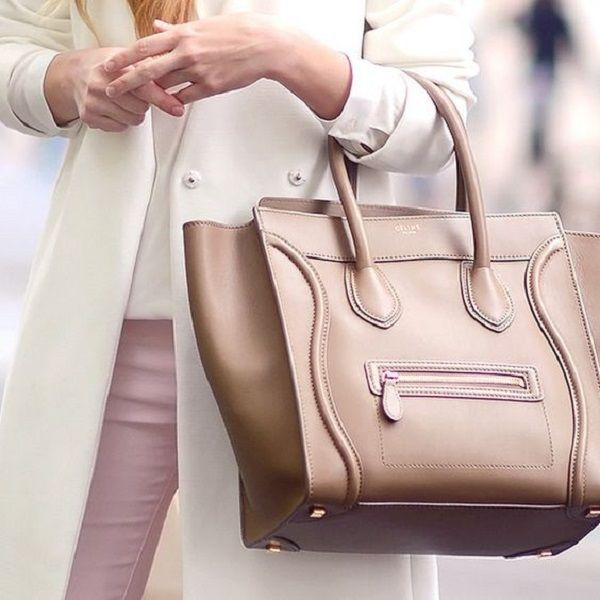8238e0fb2253 Celine — французский роскошный бренд, основанный Céline Vipiana в 1945 году.  Как и многие другие крупные бренды, Celine имеет производственную линию  одежды, ...