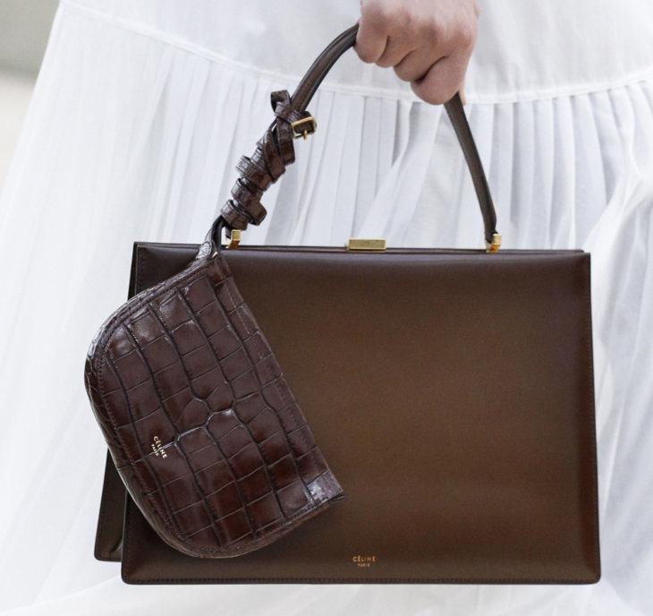 55e0b9acd86e Мессенджер внешне напоминает современную версию сумки почтальона или  курьера. Она достаточна вместительна и подходит к любому образу.