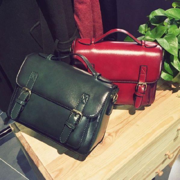 21086b9c73b8 Женская сумка портфель кажется базовой вещью, но ей найдется место в  гардеробе «на выход». Посмотрите различные варианты женской сумки портфель  на фото.